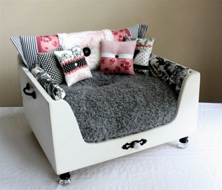 Fancy Dog Bed Looks Like Nice Barbie Couch Boo 39 S Pins Pinterest Dog Beds Dog And Fur Babies