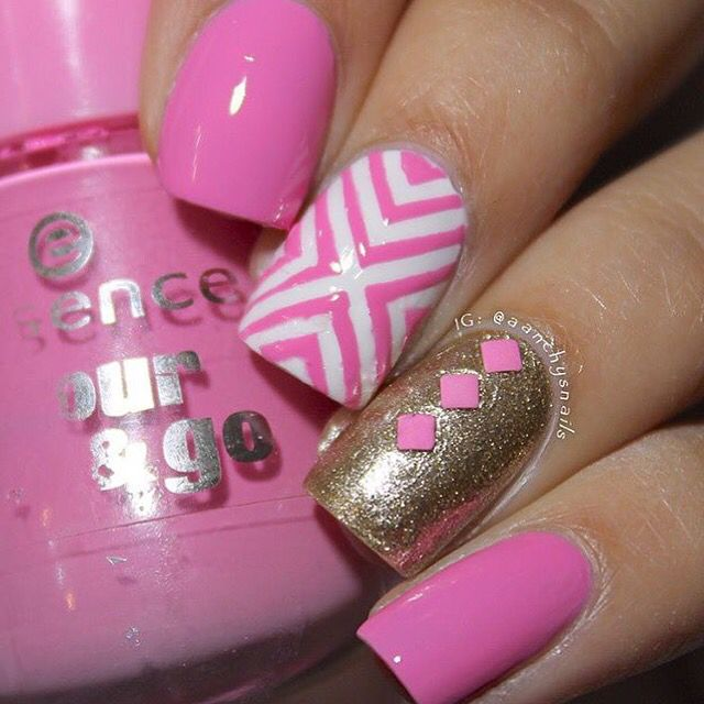 Poppin' with some pink and gold! Manicure by @aanchysnails! - Right Angle #NailVinyls www.snailvinyls.com Veterans Day Sale Starts Tonight!