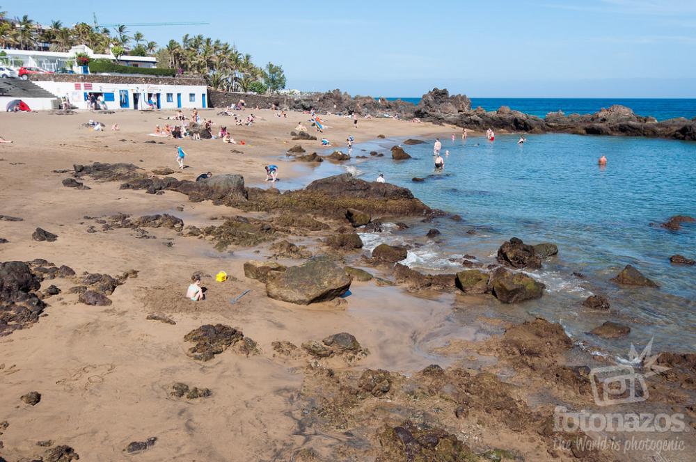Playa Chica O Pila De La Barrilla En Puerto Del Carmen Chica En La Playa Puerto Del Carmen Playa Flamingo