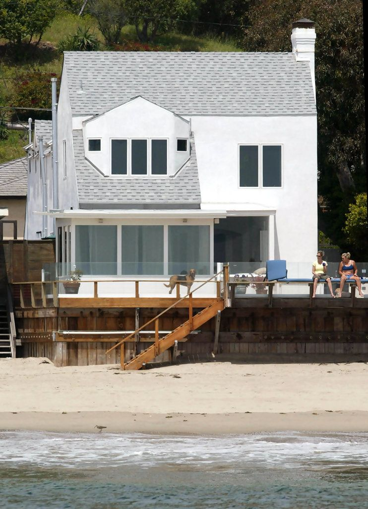 Jennifer Lawrence Celebrity Homes And Houses From Movies And Tv Sets Celebrity Houses Beachfront House Celebrity Mansions