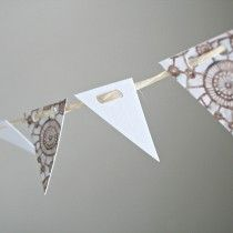 Guirnaldas de papel con motivos en grabado... precioso!