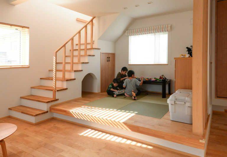 Photo of 階段下収納で、デッドスペースを有効活用。 | 階段・2階ホール | 家づくりのアイデア | Replan(リプラン)WebMagazine