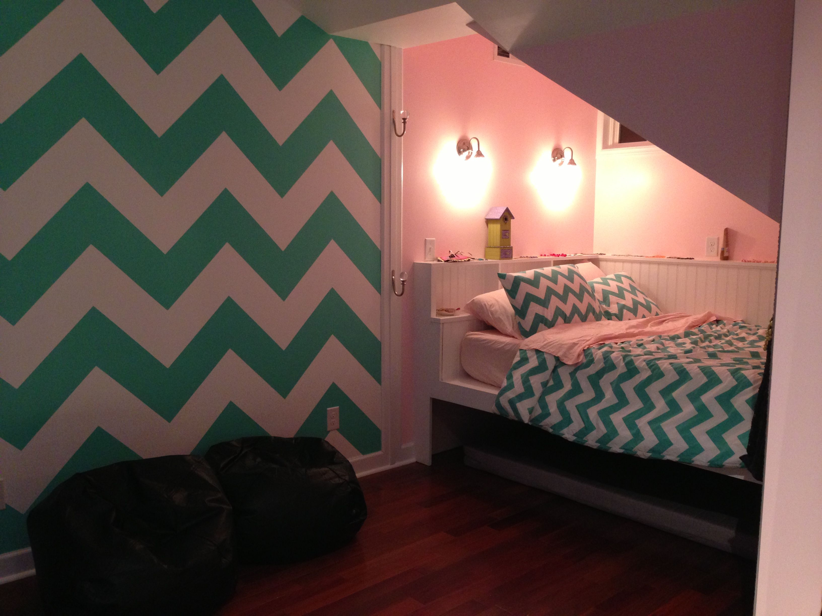 Chevron painted wall in teen room girl room ideas for Teenage girl room paint ideas