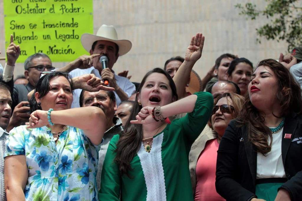 Insultos y acusaciones entre diputados de Libre Algunos diputados han salido a defender a Mel Zelaya.