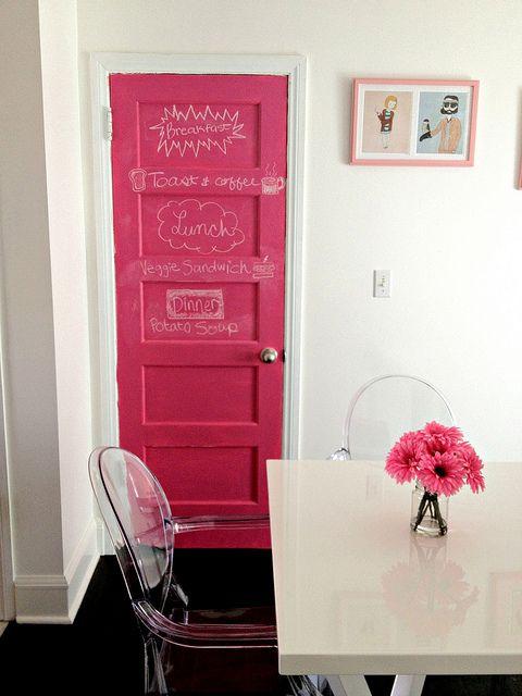 Новая розовая дверь классной доски — our.city.lights