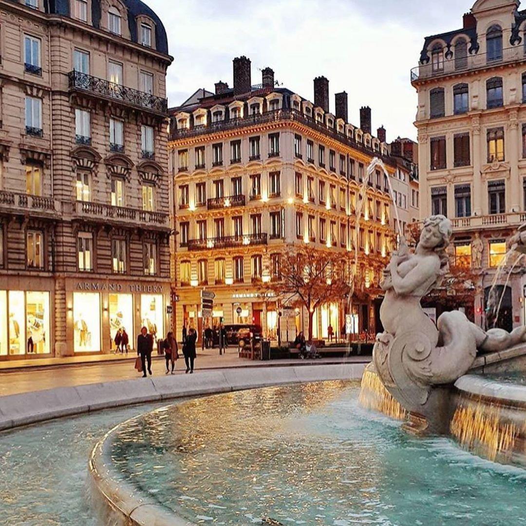 Flavia Penereiro On Instagram Lyon E A Segunda Maior Cidade Da Franca E E Linda Sao 2h De Paris De Tgv E A Patricia Maiores Cidades Paris Cidade