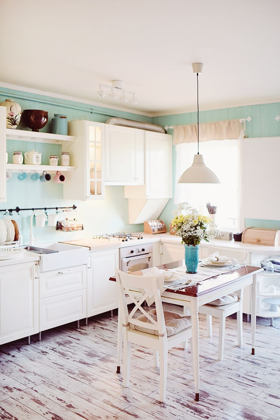 Vintage kitchen. Mint green and white home decor. Gold details ...