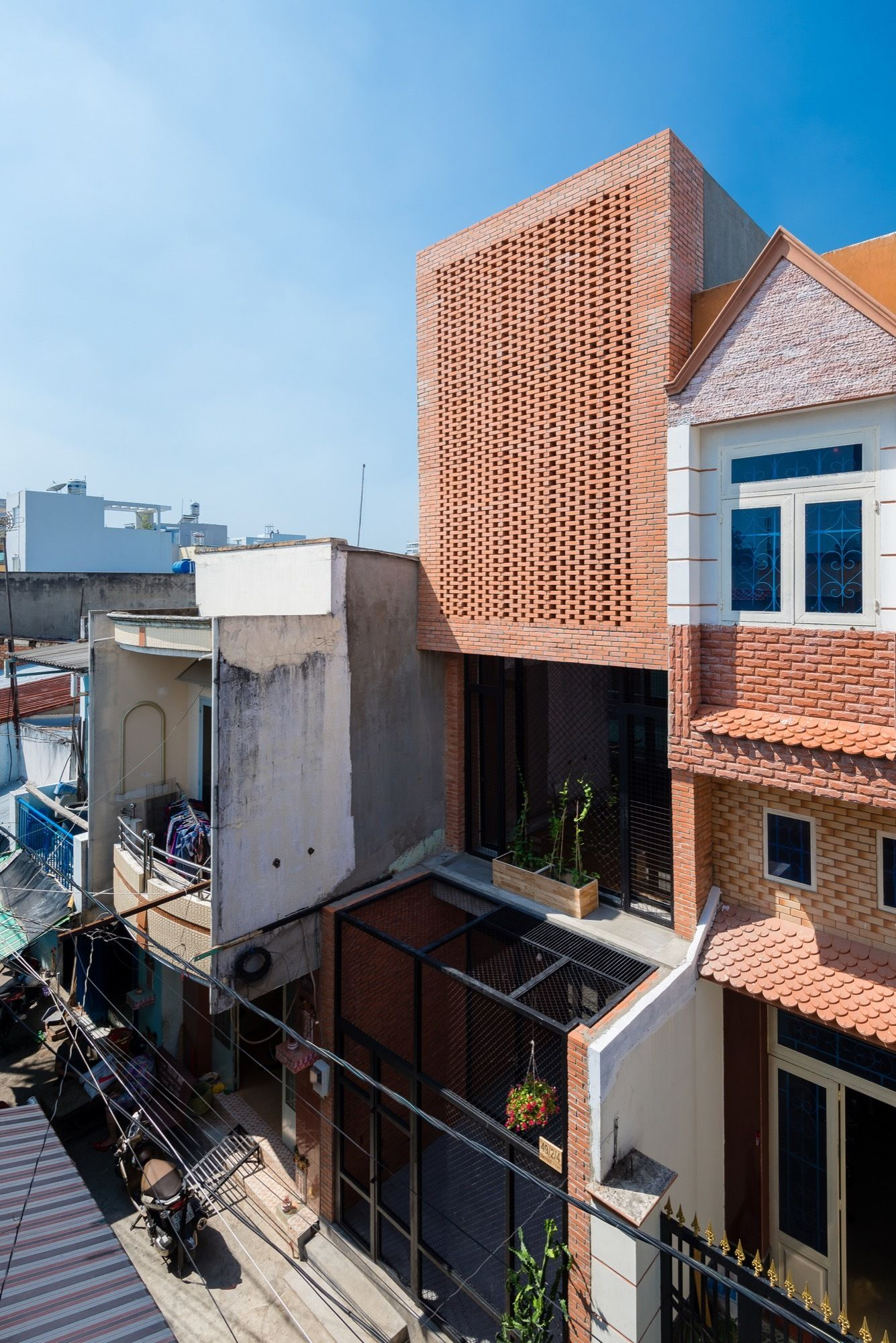 Wasp House / Tropical Space | Wasp, Spaces and House