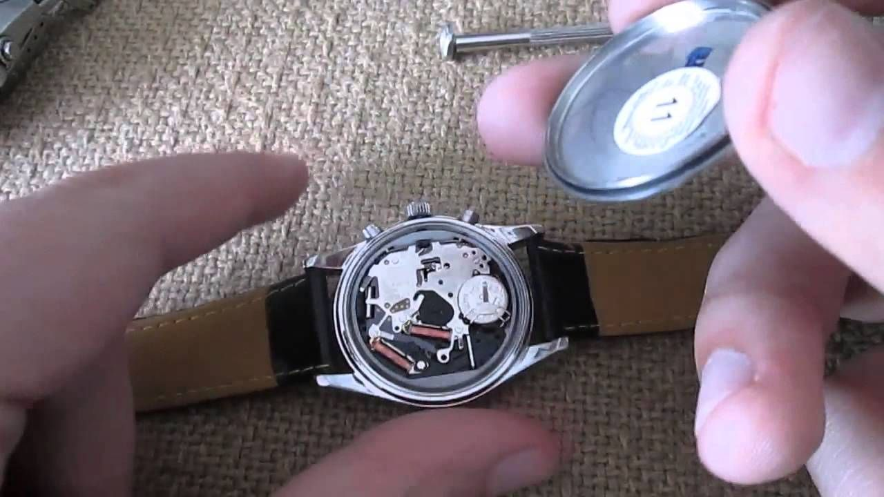 How to Open a Watch Case With Common Household Items