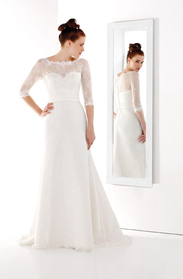 Robe avec col droit en dentelle et manches trois quart la for Plus la taille robes de mariage washington dc