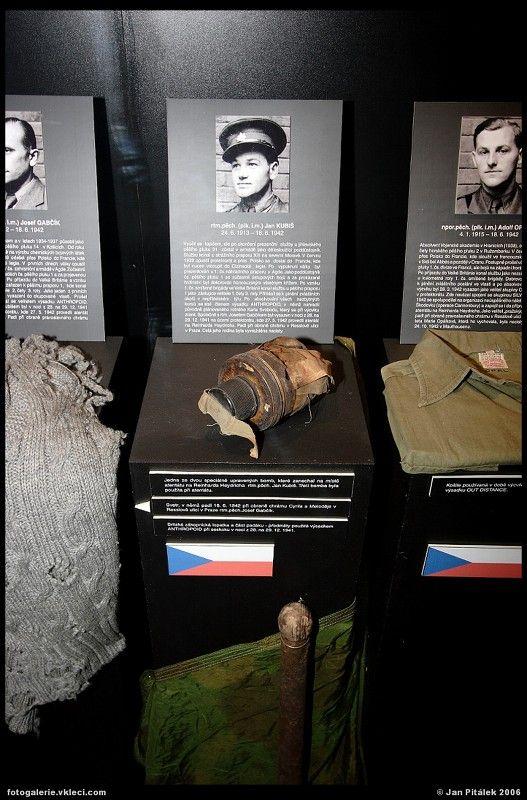 Jan KUBIŠ (24.6.1913-18.6.1942). Exposición de los restos y fotografías de los participantes en La Operación Antropoide.