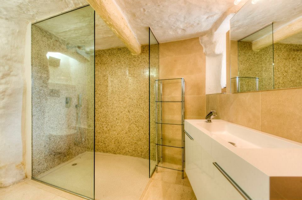 Create A Shower Which Gives You A Unique Relaxing And Cooling Experience With Dupont Corian From Shaker Design The Ideal Bathrooms Wall Cladding Shower Tray