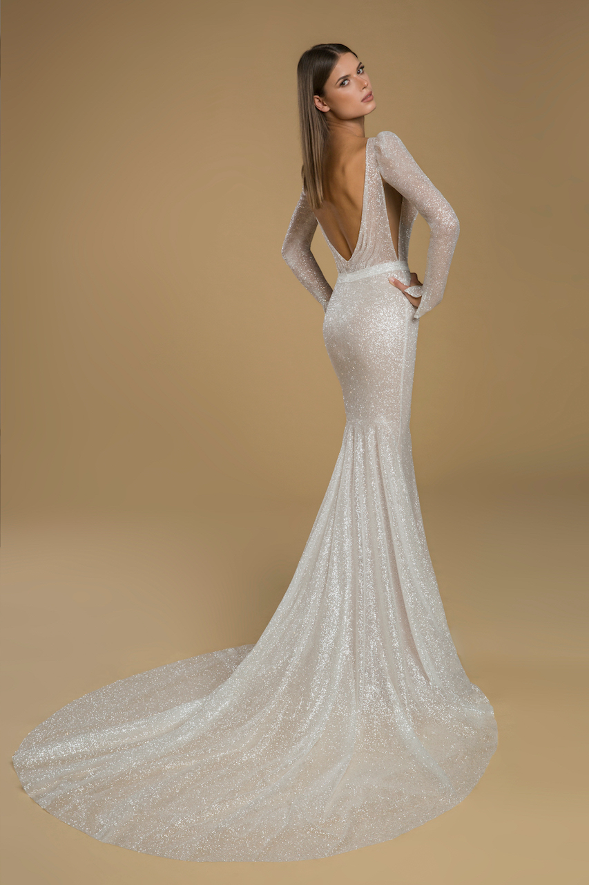 Long Sleeve Glitter Sheath Wedding Dress Kleinfeld Bridal In 2021 Wedding Dresses Kleinfeld Glitter Wedding Dress Wedding Dresses [ 1280 x 853 Pixel ]