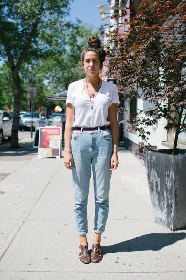 73cee027a8 20 Style Tips On How To Wear High-Waisted Jeans