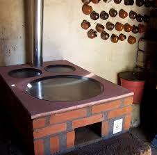 Resultado De Imagen Para Como Hacer Una Estufa De Lena Ecologica Build Outdoor Kitchen Outdoor Fireplace Designs Backyard Kitchen