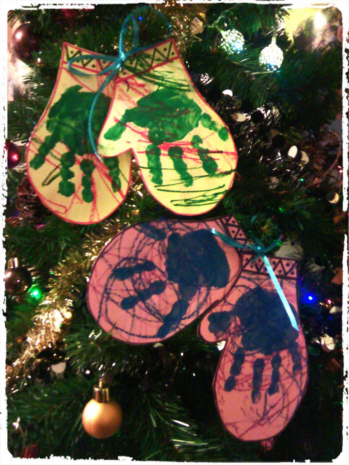 Les moufles des enfants : suspension pour le sapin de Noël -