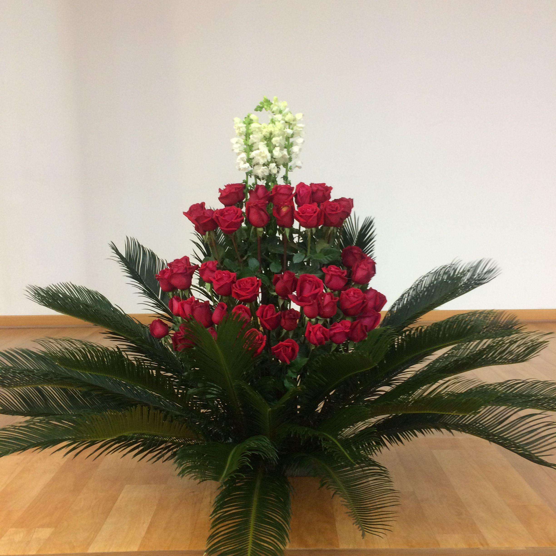 2017115 This Weeks Church Flower Decoration White Flower Red