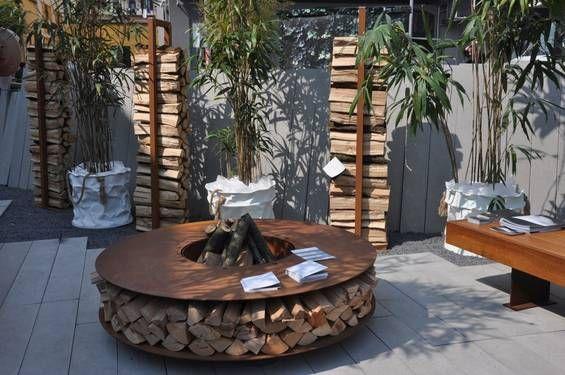 coole feuerstelle von ak47 design plus gestell im. Black Bedroom Furniture Sets. Home Design Ideas