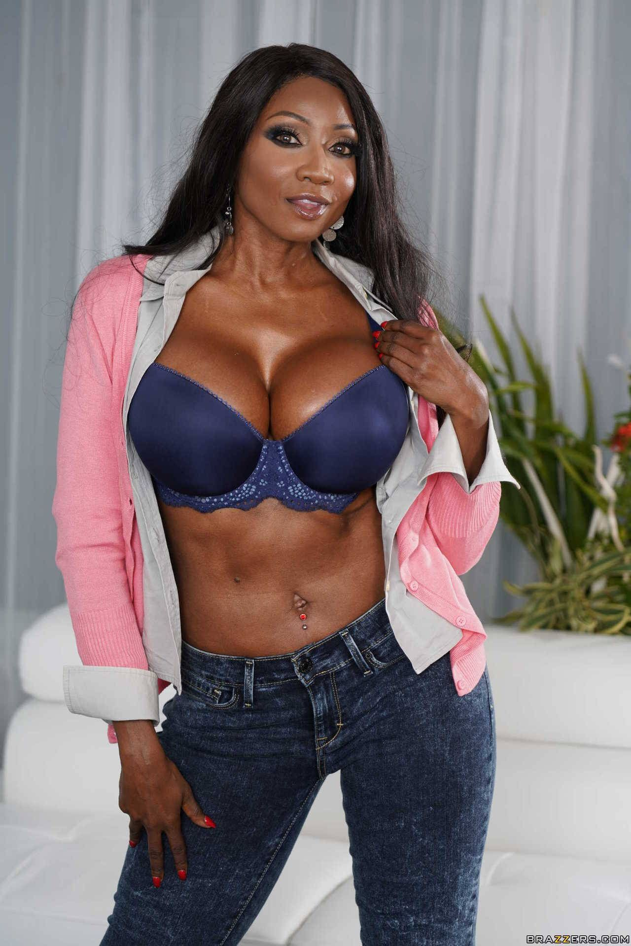 Ebony milf in grey jeans