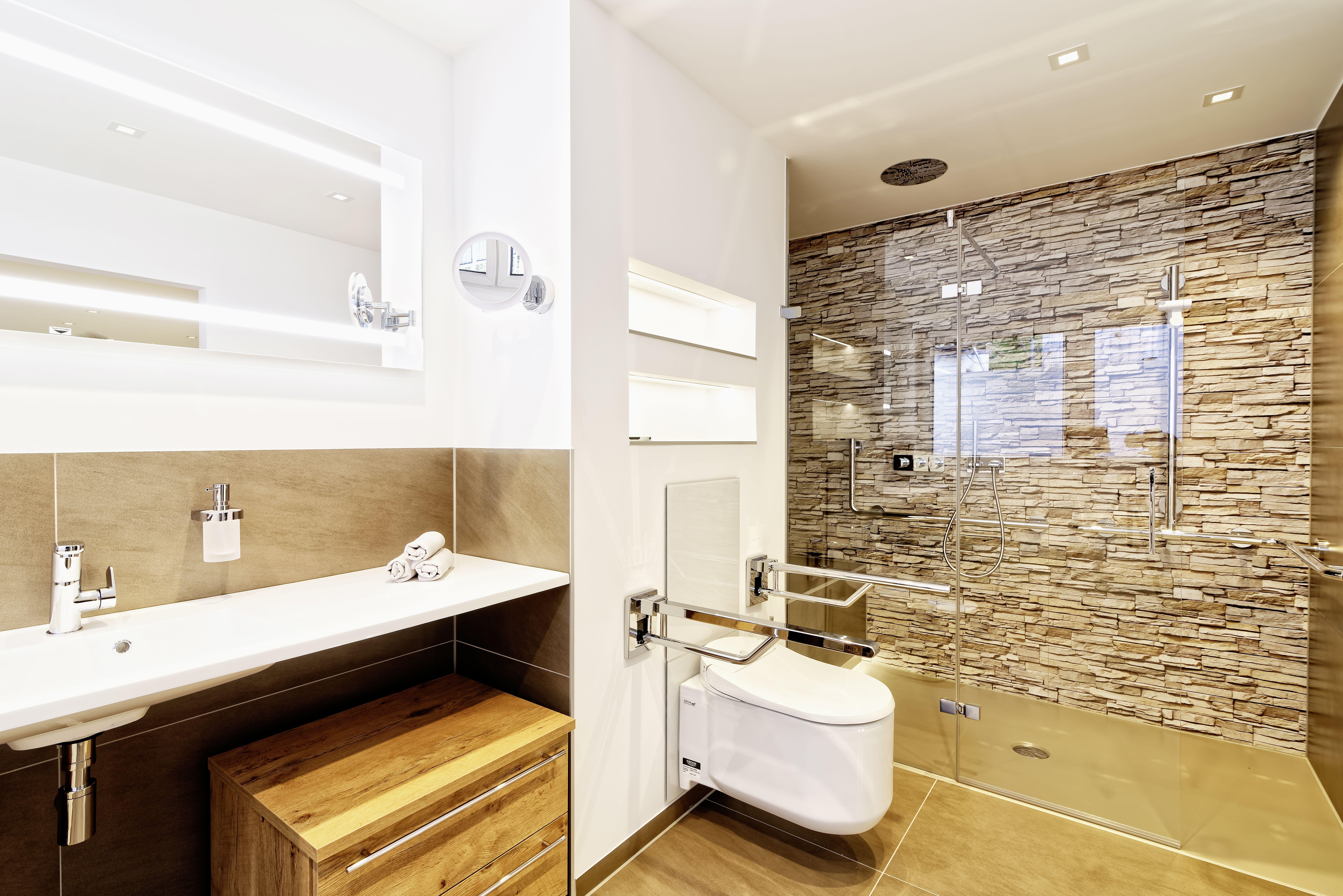 Badverkauf So Fuhrt Eine Gelungene Prasentation Zum Erfolg Mit Bildern Bad Design Bad Bodengestaltung