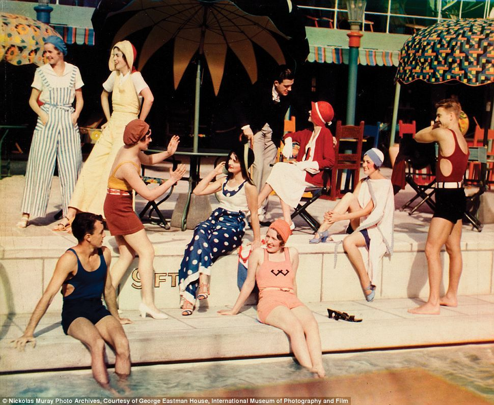 American Life Through Rose Tinted Glasses A Look Through 75 Years Of Pictures That Chart The Dawn And Development Of Color Photography Vintage London Vintage Swim Vintage Summer