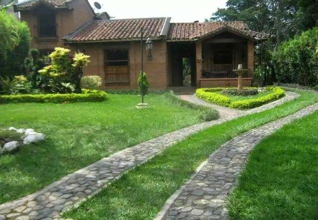Pin de gladys b en casas lindas y jardines hernosos - Jardines en casas de campo ...