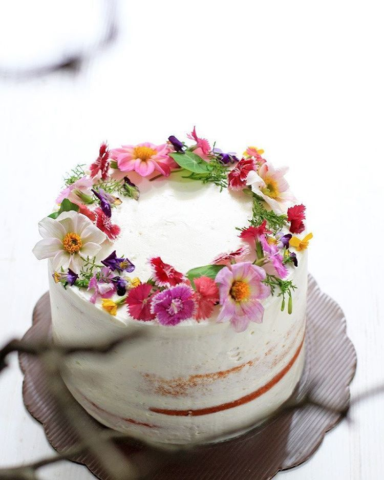 20 Edible Flower Cakes To Enjoy The Beautiful Sight And Taste Of Real Blooms Flower Desserts Edible Flowers Cake Birthday Cake With Flowers