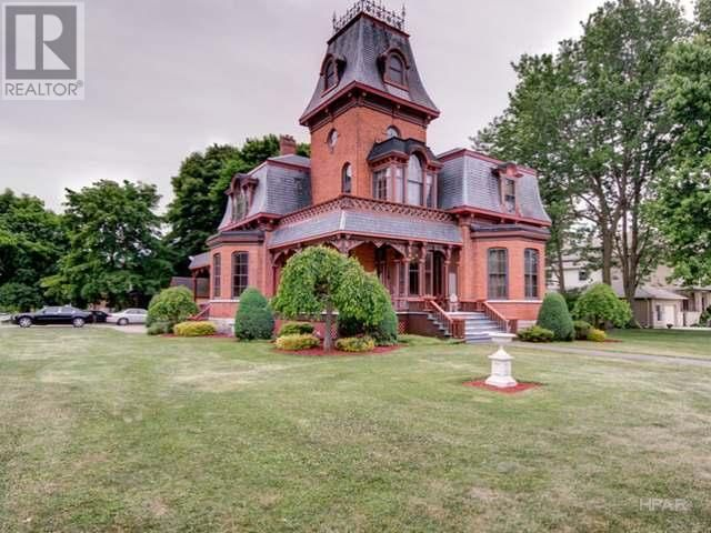 236 Jones St E St Marys Ontario N4x1a6 703007 Realtor Ca Old Houses House Styles Mansions
