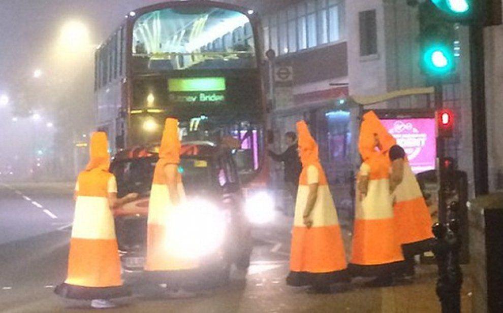 Halloween Londra.Londra Pazzo Halloween Bloccano Il Traffico Travestiti Da Coni