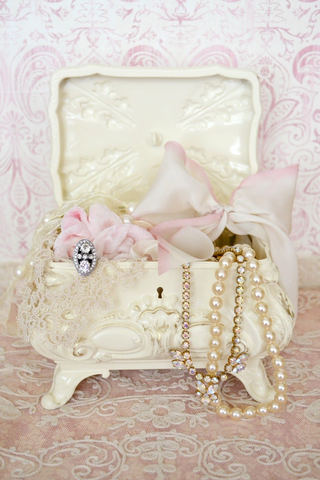 Pingl par lindsey maughan sur shabby chic and vintage for Boite shabby chic