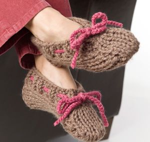 Moccasin Slippers   Slippers pattern, Knitted slippers ...