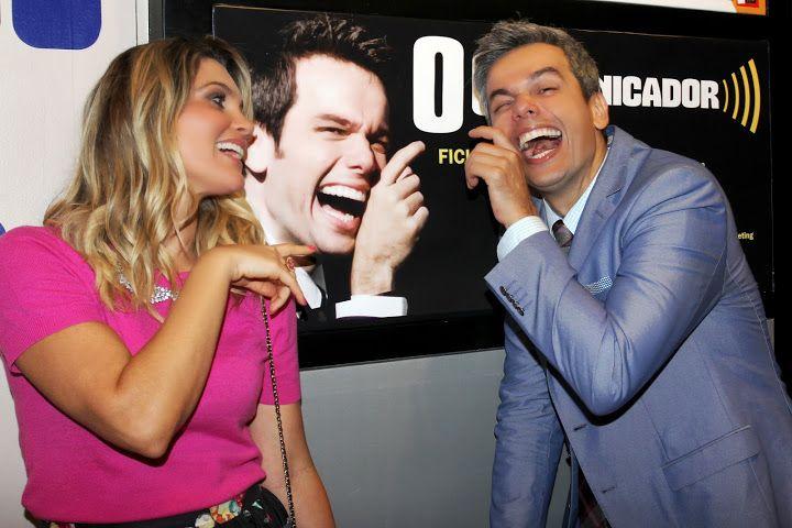 Otaviano Costa foi prestigiado por muitos amigos e atores na estreia de 'O Comunicador, na Barra da Tijuca. Veja fotos!