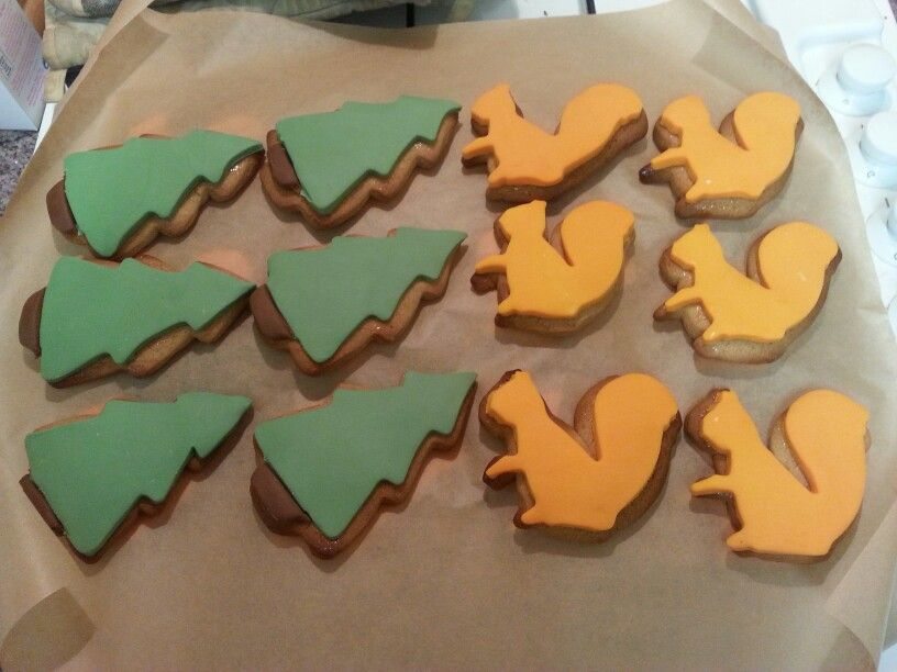 Gingerbread forest trees and squirrels I made for Dylans party. ♥