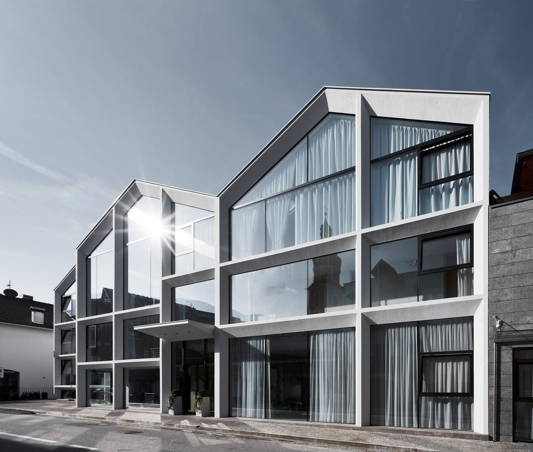 Milanese Architecture Practise Peterpichler Architecture Has Overhauled A Hotel In The South Tyrolean Minimalist Architecture Architecture Italy Architecture