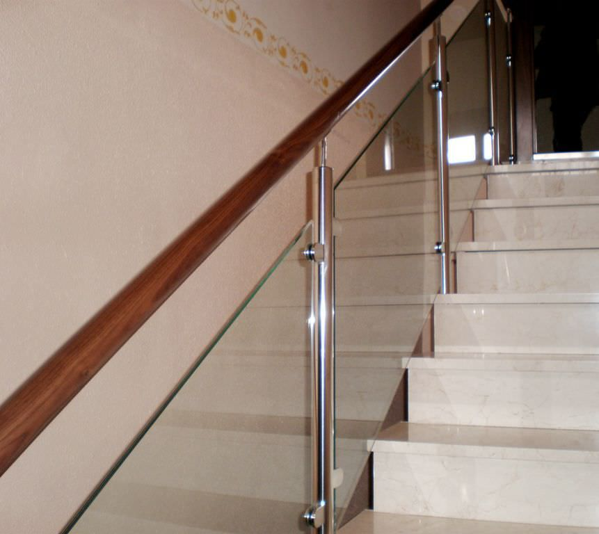 Glass balusters for railings glass railing in wood for Indoor glass railing