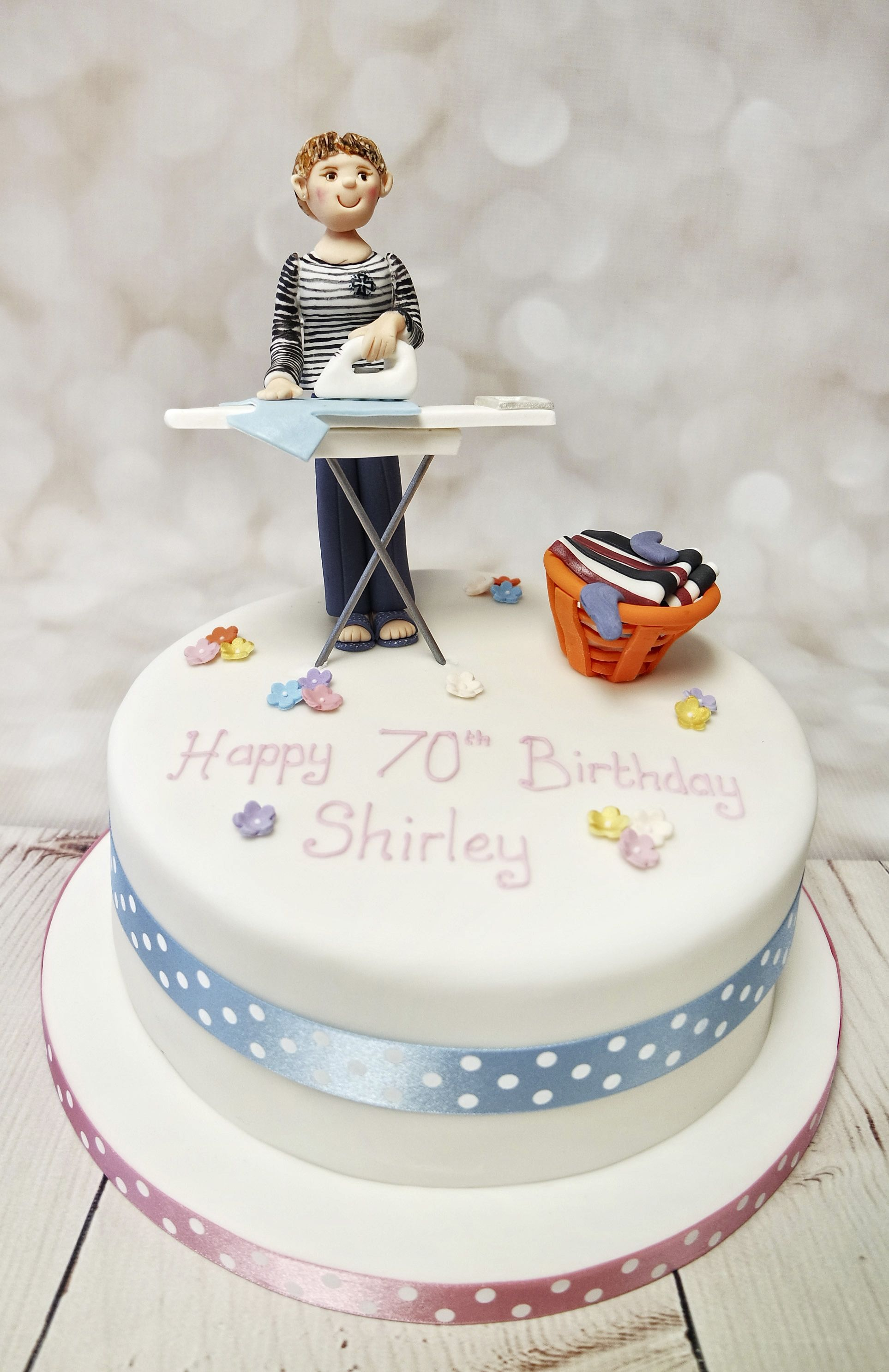 Fantastic Bespoke Model And Cake For A Special Birthday Modelcake