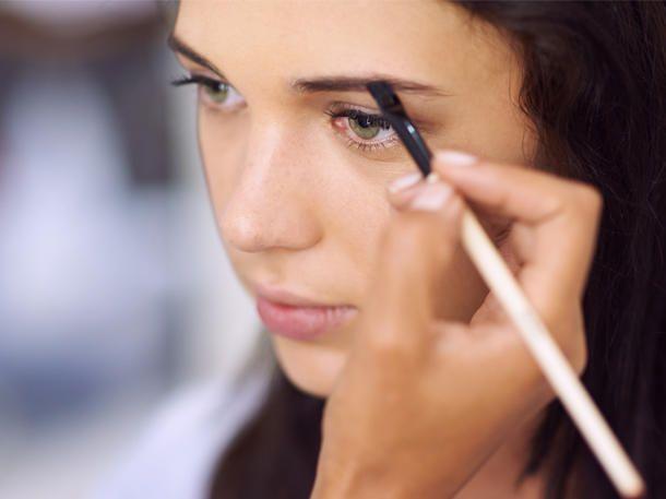 Feather Brows sind der Augenbrauen-Trend auf Instagram