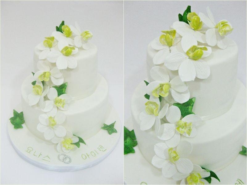 H28.  Hääkakku. Orkideoja ja muratin lehtiä.  Wedding cake. Orchids and ivy leaves.