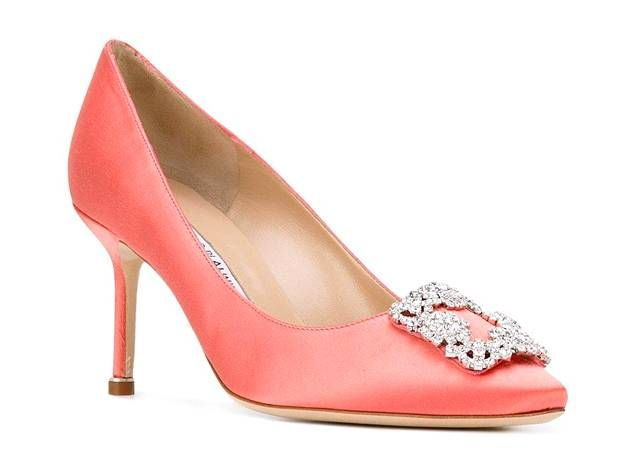 Manolo Blahnik Hangisi pumps 860 €, Farfetch.