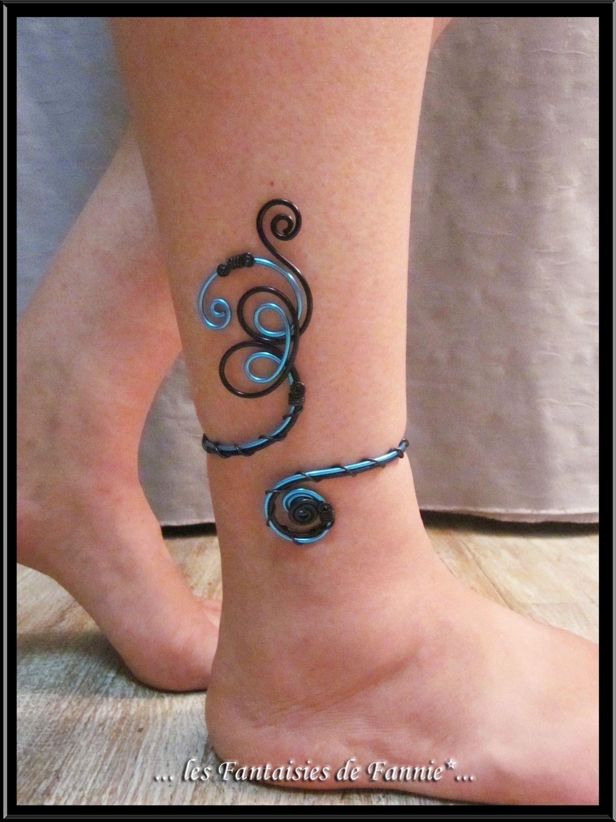 bracelet cheville design alu bleu et noir ajustable bracelet par les fantaisies de fannie. Black Bedroom Furniture Sets. Home Design Ideas