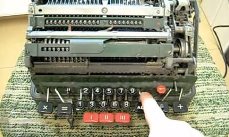 Dividir por cero puede resultar sencillo excepto en una vieja calculadora mecánica #viral - Contenido seleccionado con la ayuda de http://r4s.to/r4s