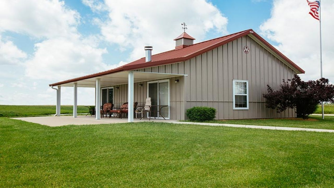 Metal Buildings With Living Quarters Advantages And Disadvantages Barn House Plans Steel Building Homes Metal Building Homes