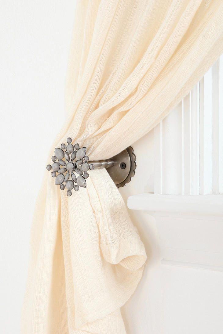 Urban Outfitters Snowflake Curtain Tie Back Sujetador De