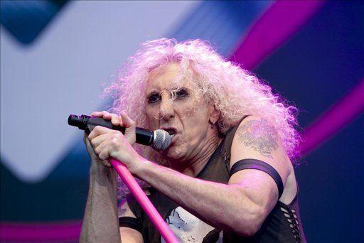 El cantante del grupo neoyorkino de 'heavy metal' Twisted Sister, Dee Snider, durante su actuación en el concierto de la primera jornada del Azkena Rock Festival que ha comenzado hoy en Vitoria. EFE