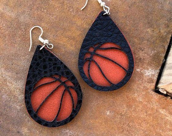 Photo of leather jewelry pouch #leatherjewelry #leatherjewelrydesigner #leatherjewelryfor…