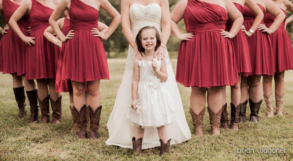 Pin By Trisha Cruz On Wedding Picture Ideas Knee Length Bridesmaid Dresses Short Burgundy Bridesmaid Dresses Burgandy Bridesmaids Dress