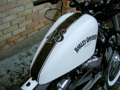 Harley Davidson Sportster 48 Wonder If That S Custom Paint I Like The Logo Decal Pintura Personalizada Motos Classicas Tanque