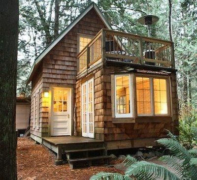 a tiny cabin with balcony and small space - Tiny House Ideas