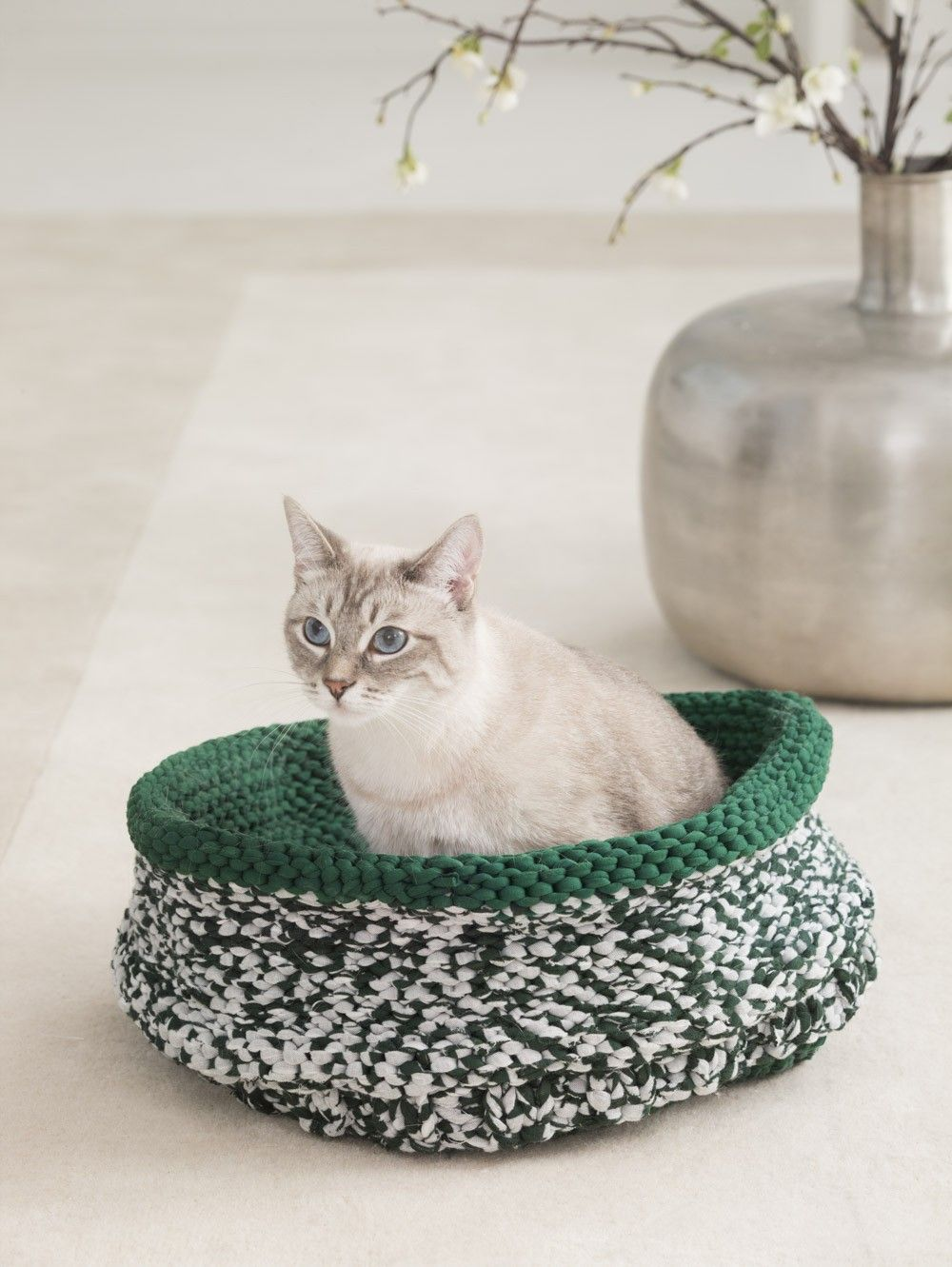 Cat Bed (Knit) | Knit treasures | Pinterest | Yarns, Crafts and Knit ...