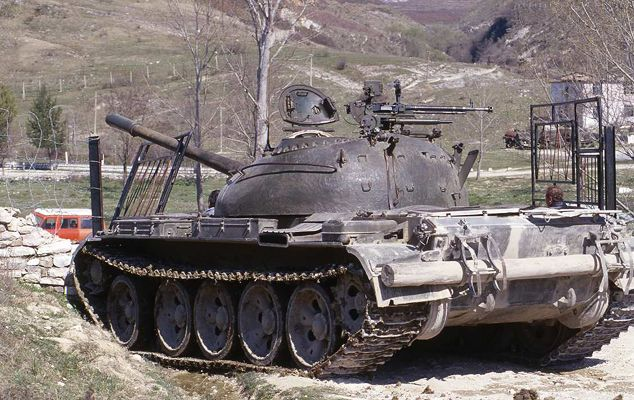Albanian tank hijacked by rebels during the March 1997 uprising. A  government supported Ponzi scheme collapsed, impove… | Albanian tank, Army  vehicles, Armed forces